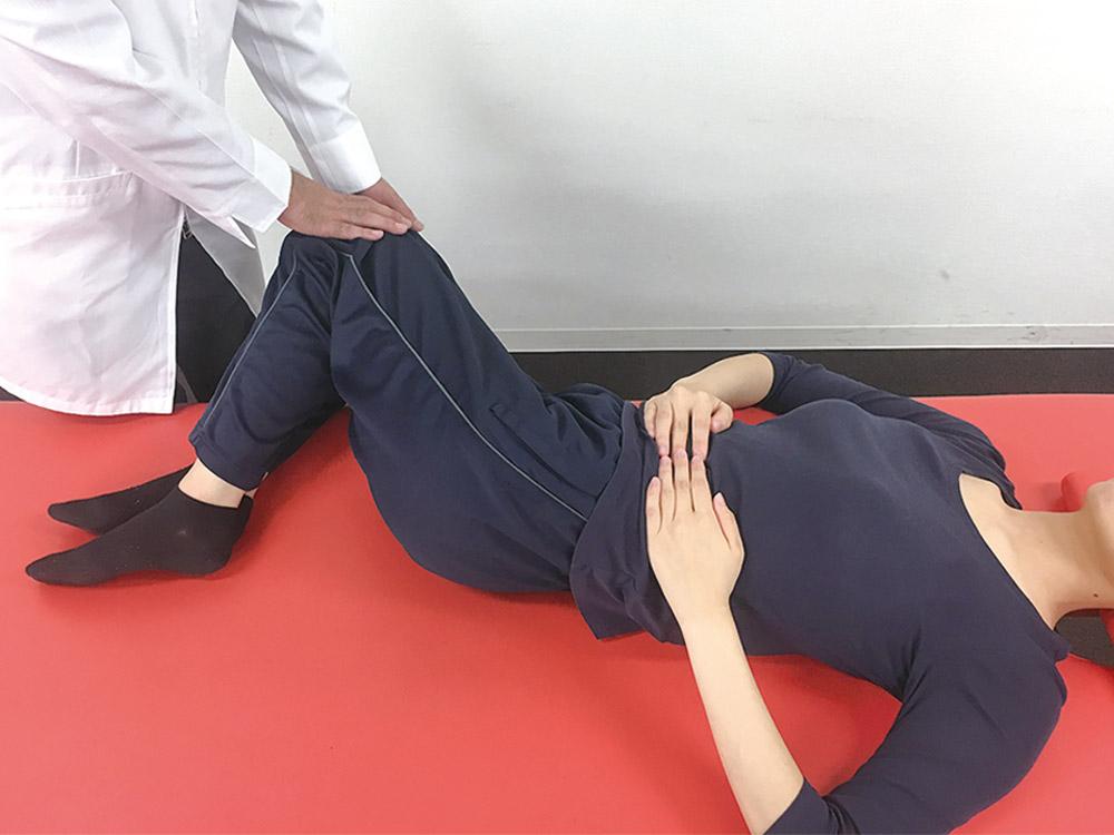 股関節、脚の可動域チェック