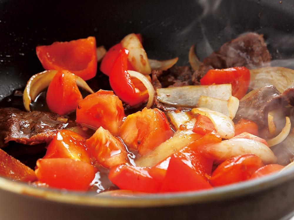 トマトの食感を残して炒める