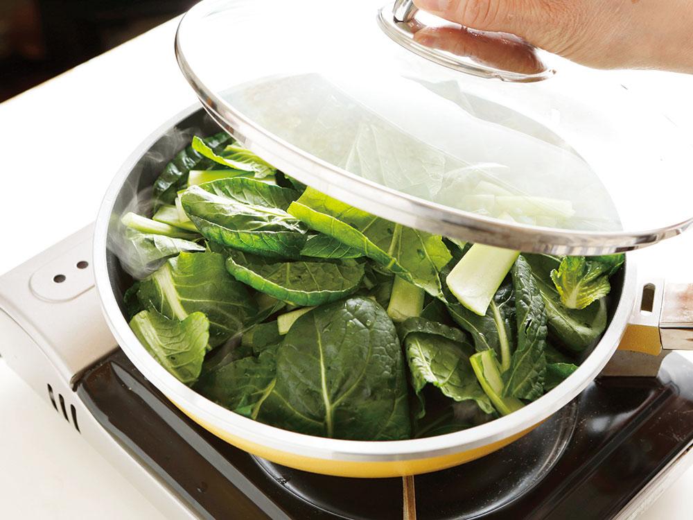 小松菜の蒸し焼き