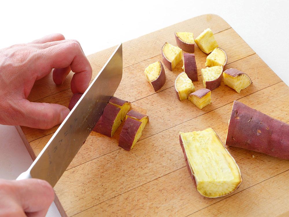 サツマイモに熱を通す
