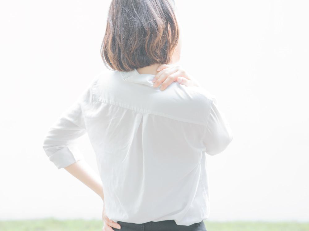デスクワーカーを悩ませる肩コリ、<br>まずは肩甲骨をほぐすことから。